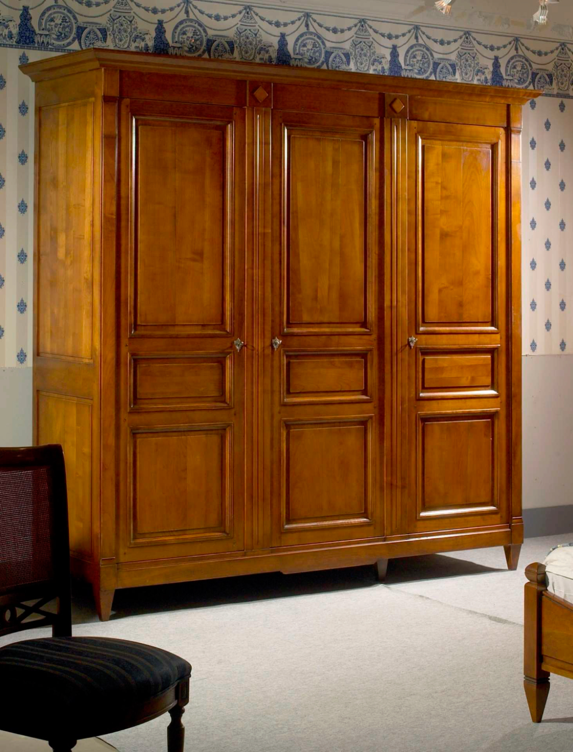 meubles richelieu armoire 3 portes de style directoire. Black Bedroom Furniture Sets. Home Design Ideas
