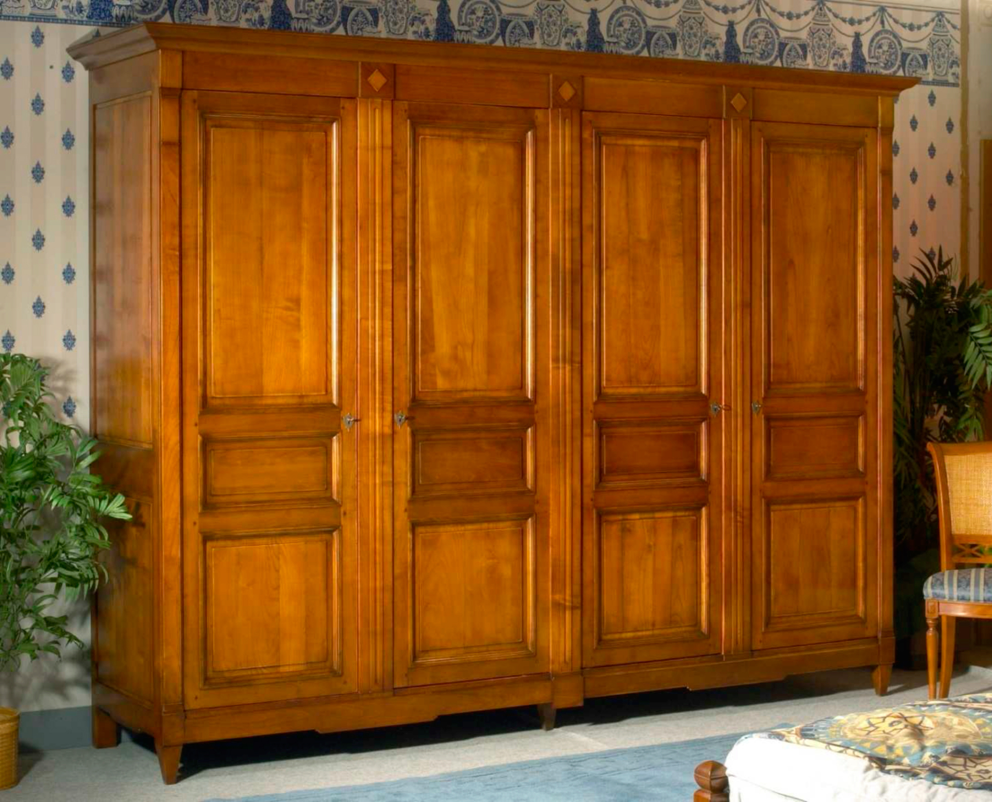 armoire en bois 4 portes. Black Bedroom Furniture Sets. Home Design Ideas
