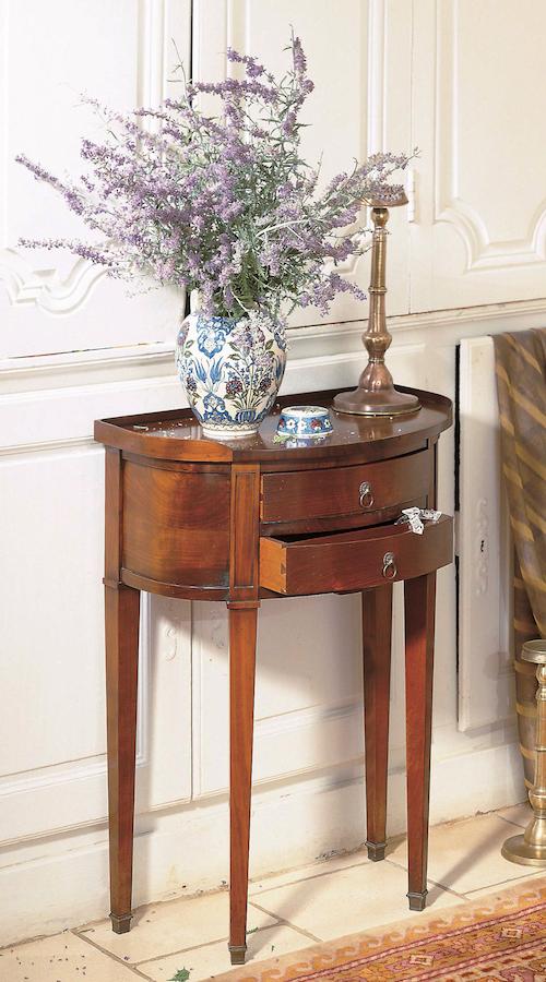 Richelieu-bedside-table-phone-table
