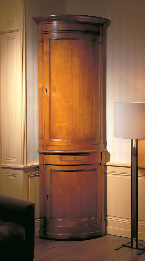 richelieu-four-door-corner-cabinet